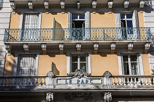 FACADE DE L'HOTEL DU PARC, SIEGE DU GOUVERNEMENT DE VICHY DE JUILLET 1940 A AOUT 1944, BUREAU DU MARECHAL PETAIN ET SON PREMIER MINISTRE PIERRE LAVAL PENDANT LA SECONDE GUERRE MONDIALE, COLLABORATION, VICHY, ALLIER, REGION AUVERGNE-RHONE-ALPES, FRANCE