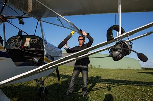 PREPARATION DU VOL EN AVION ULM AVEC PASCAL CHEDEVILLE, L'EURE DE L'ULM, EURE (27), NORMANDIE, FRANCE