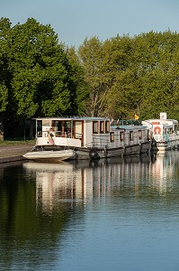 PENICHES SUR LE CANAL DU CENTRE, PARAY-LE-MONIAL (71), FRANCE