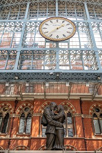 SCULPTURE MEETING PLACE DE PAUL DAY, GARE DE SAINT-PANCRAS, LONDRES, GRANDE-BRETAGNE, EUROPE