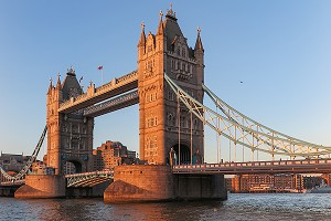 TOWER BRIDGE, SUR LA TAMISE, LONDRES, GRANDE-BRETAGNE, EUROPE