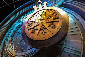 DETAIL DE L'HORLOGE A PENDULE DE POUDLARD, STUDIO TOUR LONDON, THE MAKING OF HARRY POTTER, WARNER BROS, LEAVESDEN, ROYAUME UNI