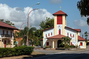 EGLISE COLOREE DE TONATE, MACOURIA, GUYANE FRANCAISE, DEPARTEMENT-REGION D'OUTRE-MER, AMERIQUE DU SUD, FRANCE
