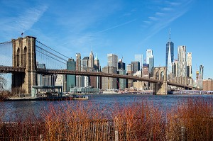VUE DU PONT DE BROOKLYN ET DE MANHATTAN DEPUIS LE QUARTIER DE BROOKLYN, NEW-YORK, ETATS-UNIS, USA
