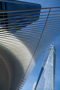 DETAIL DE L'OCULUS, GARE FUTURISTE EN FORME D'AILES D'OISEAU DEVANT LA TOUR DU ONE WORLD TRADE CENTER, MANHATTAN, NEW-YORK, ETATS-UNIS, USA