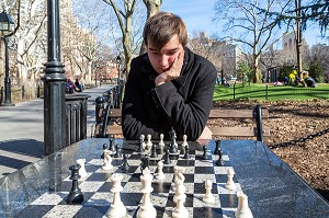 PARTIE D'ECHECS DANS UN SQUARE DE MANHATTAN, NEW-YORK, ETATS-UNIS, USA