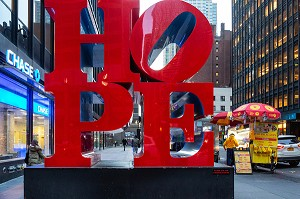 SCULPTURE ROUGE HOPE (ESPOIR), TIMES SQUARE, MANHATTAN, NEW-YORK, ETATS-UNIS, USA