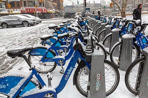 LOCATION DE VELOS EN LIBRE SERVICE, CITI BIKE SOUS LA NEIGE, MANHATTAN, NEW-YORK, ETATS-UNIS, USA