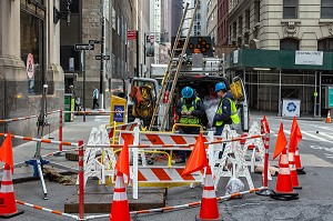 TRAVAUX DANS LES RUES DU DOWNTOWN, WALL STREET, MANHATTAN, NEW-YORK, ETATS-UNIS, USA