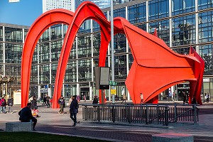 L'ARAIGNEE ROUGE, SCULPTURE D'ALEXANDER CALDER, PARIS-LA DEFENSE, FRANCE