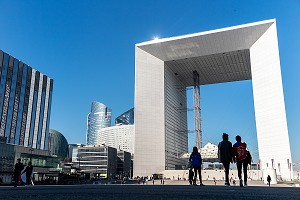 GRANDE ARCHE DE LA DEFENSE, PUTEAUX, COURBEVOIE, FRANCE