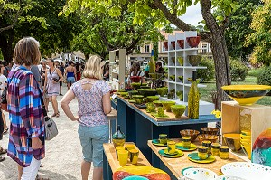 POTTERS' FESTIVAL AND MARKET IN THE PUBLIC GARDEN, APT, VAUCLUSE, LUBERON, FRANCE