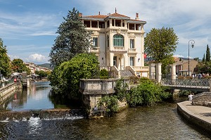 PRIVATE MANSION FROM 1880 ON THE SORGUE, HOME OF THE MILLER HONORE DUMAS AND TODAY THE TOWN'S CAISSE D'EPARGNE BANK, ISLE-SUR-LA-SORGUE, VAUCLUSE, LUBERON, FRANCE