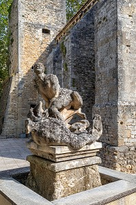 STATUE OF SAINT-VERAN WHO IS SAID TO HAVE CHASED AWAY THE LEGENDARY ANIMAL, THE COULOBRE, A DRAGON LIVING IN THE FOUNTAIN, NOTRE-DAME CHURCH, FONTAINE-DE-VAUCLUSE, VAUCLUSE, LUBERON, FRANCE
