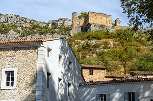 12TH CENTURY RUINS OF THE CASTLE OF THE BISHOPS OF CAVAILLON ABOVE THE VILLAGE, FONTAINE-DE-VAUCLUSE, VAUCLUSE, LUBERON, FRANCE