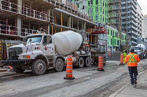 CHANTIER ET IMMEUBLES EN CONSTRUCTION, RUE MACKAY, MONTREAL, QUEBEC, CANADA