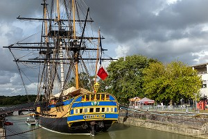 FREGATE L'HERMIONE DANS SON PORT D'ATTACHE, ROCHEFORT, CHARENTE-MARITIME, FRANCE