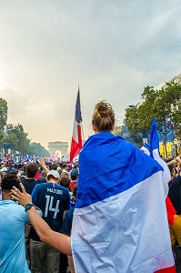 SCENE DE LIESSE APRES LA VICTOIRE DE L'EQUIPE DE FRANCE DE FOOTBALL EN FINALE DE LA COUPE DU MONDE, FRANCE - CROATIE, PARIS, FRANCE, EUROPE