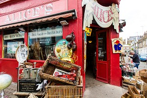MAGASIN D'ANTIQUITES ALICE'S, RENDU CELEBRE PAR LES FILMS DE PADDINGTON, PORTOBELLO ROAD, PORTOBELLO MARKET, QUARTIER DE NOTTING HILL, LONDRES, ANGLETERRE