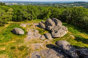 PIERRES JAUNATRES, SITE NATUREL, AMONCELLEMENT D'UNE QUARANTAINE DE SURPRENANTS BLOCS DE GRANIT, SITE CLASSE, UNE DES PROMENADES FAVORITES DE GEORGE SAND EN COMPAGNIE DE CHOPIN, (23) CREUSE, NOUVELLE AQUITAINE, FRANCE