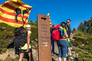 TROUBADE, ASCENSION DU PIC DU CANIGOU POUR DEPOSER UN FAGOT DE SARMENTS DE VIGNE