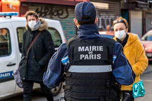 ILLUSTRATION INTERRUPTION DES MARCHES ALIMENTAIRES, AGENT DE POLICE MUNICIPAL, MARCHE D'ALIGRE, PARIS, ILE-DE-FRANCE
