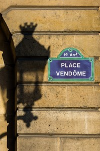 PLAQUE DE RUE, PLACE VENDOME ET OMBRE D'UN LAMPADAIRE, PARIS, FRANCE, 1ER ARRONDISSEMENT, PARIS, FRANCE